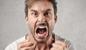 Агрессивное поведение