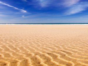 К чему снится песок, значение сна с фото