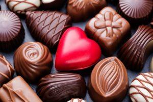 К чему снятся конфеты, значение сна с фото