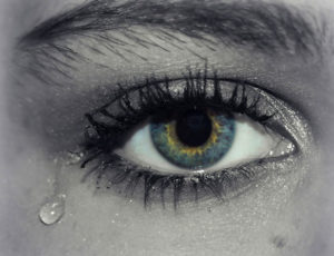 К чему снятся слезы, значение сна с фото