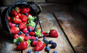К чему снятся ягоды, значение сна с фото