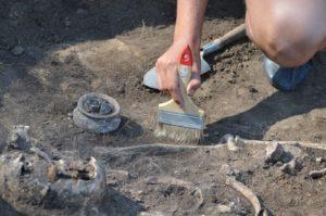Раскопки и захоронения